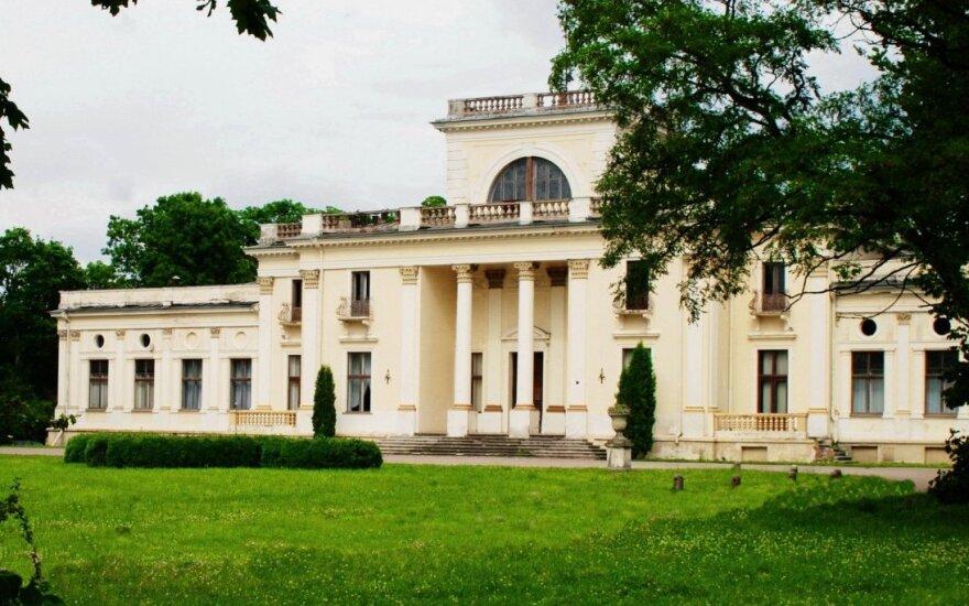 Trakų Vokės dvare pristatyti pirmieji sodybos ir parko sutvarkymo darbai