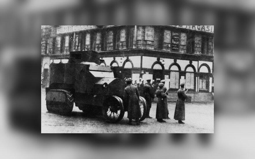 Bolševikų kariai gatvėje