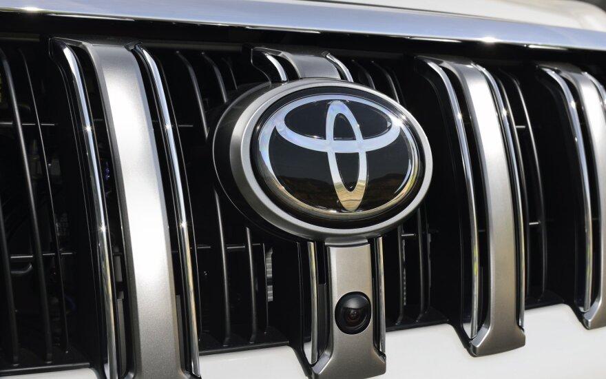 """Daugiau jokių rozečių – """"Toyota"""" siekia sukurti elektromobilį, kuris važiuos amžinai"""