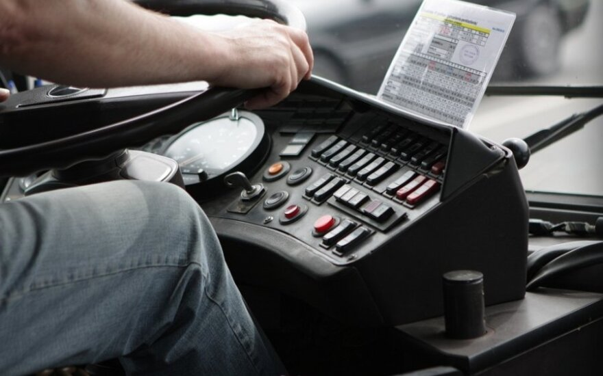 Autobuso palydovės komentarai sukrėtė – pažeminimą vis dar sunku pamiršti