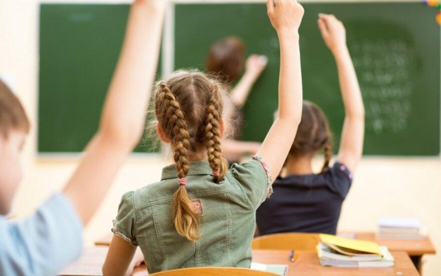 Mokyklos atveria duris: kaip elgtis pradinukų ir vaikų su negalia tėvams
