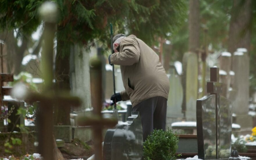 700 žmonių palaidojusio duobkasio išpažintis: kada verkia, stebisi ir neištveria