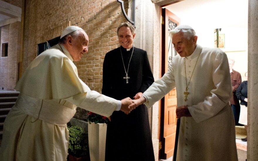 Popiežius Pranciškus, buvęs popiežius Benediktas XVI