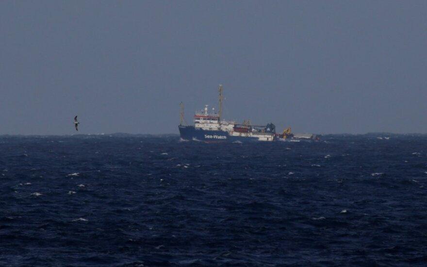 """Migrantus gelbėjantis laivas """"Sea-Watch"""""""