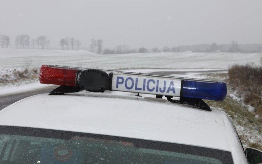 Teisiama kolegai išsisukti nuo atsakomybės bandžiusi padėti policininkė
