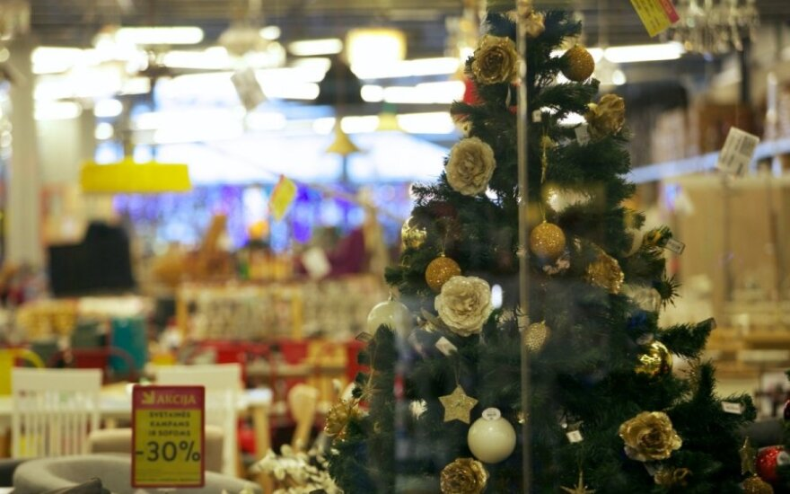 Christmas shopping marathon gathers momentum: how do stores prepare?