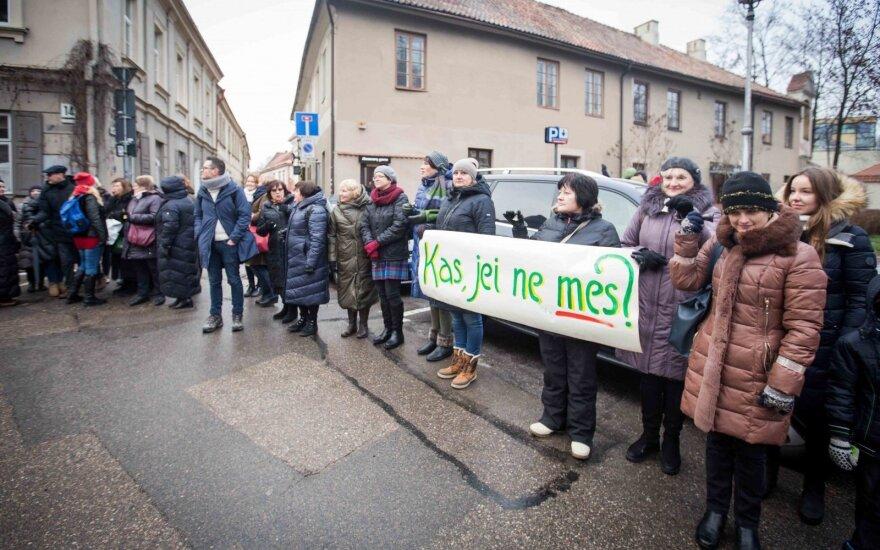 Švietimo profsąjunga penktą savaitę tęsia streiką