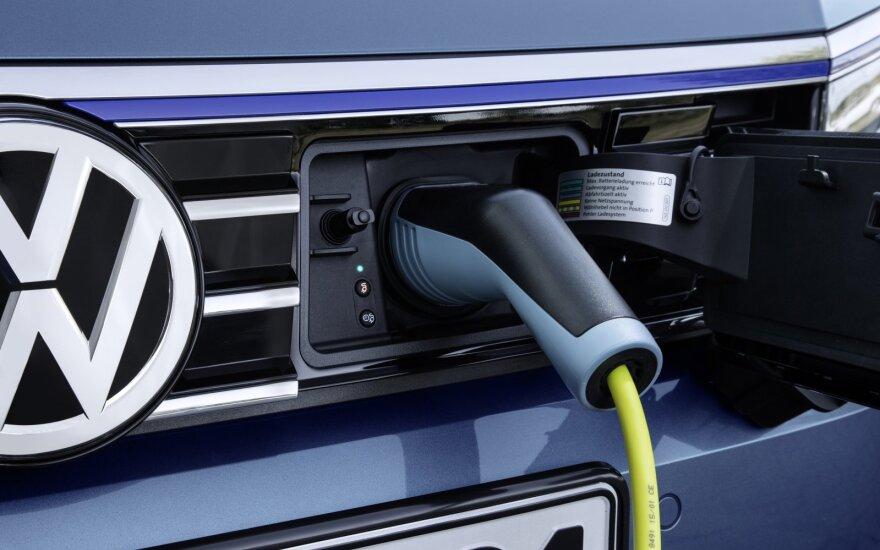 """""""Volkswagen"""" prognozuoja smuksiant Rusijos automobilių rinką"""