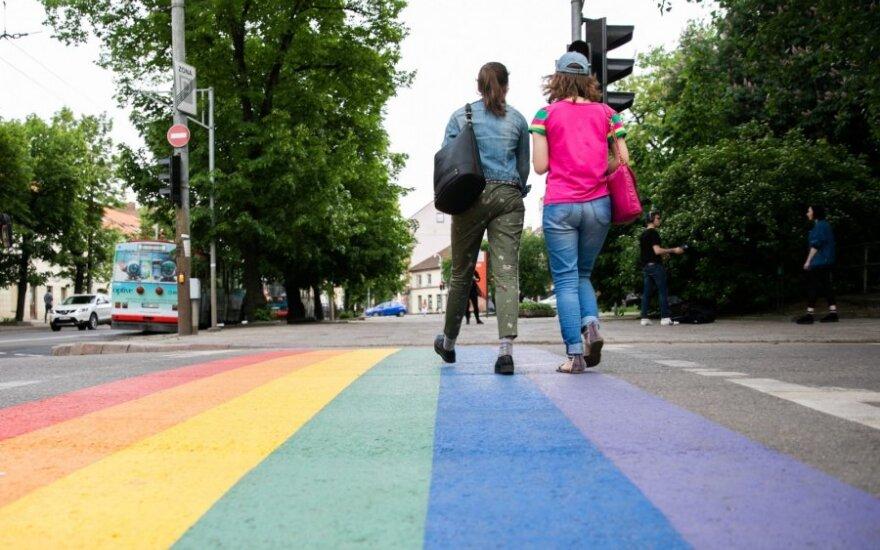 Perėja Vilniuje nusidažė gėjų vaivorykštės spalvomis