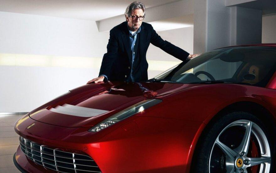 Ericas Claptonas prie Ferrari SP12 EC