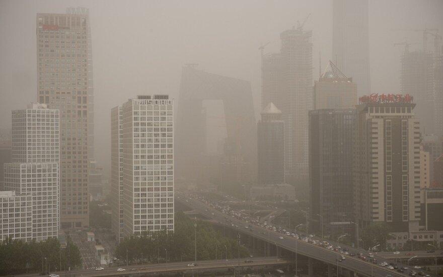 Perspėja dėl augančios rizikos Kinijos bankuose