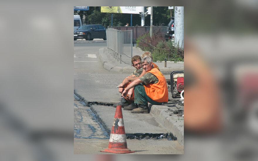 Darbininkai ilsisi, darbas, poilsis, gatvės remontas