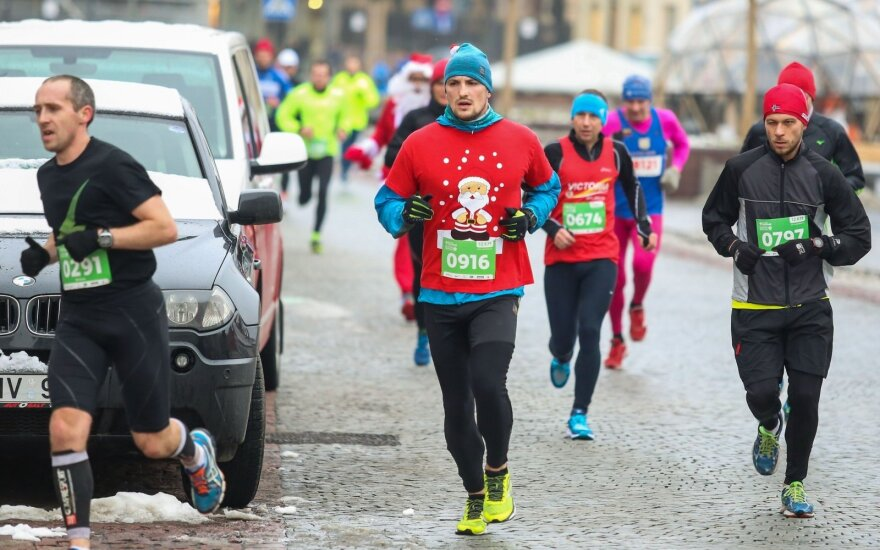 Over 3,000 runners join Christmas Run in Vilnius old town