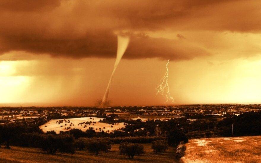 Šiurpi žmonijos patirtis: negailestingi ugnies tornadų liežuviai