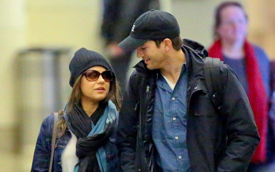 Ashtonas Kutcheris atvirai papasakojo apie pažintį su Mila Kunis: tenorėjau sekso