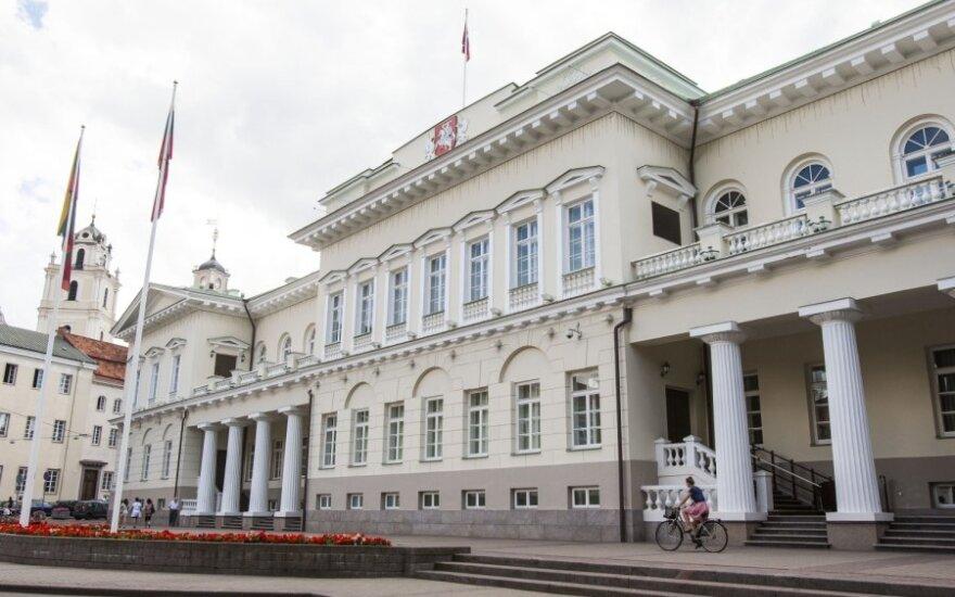 Vilniuje trys lenkai vidury dienos išniekino Prezidentūrą