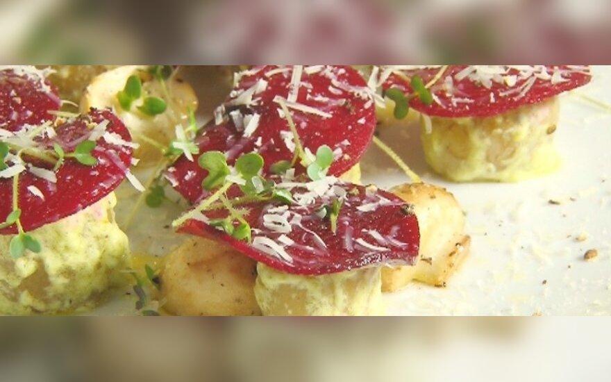 Salotos su pievagrybiais, bulvėmis ir marinuotais burokėliais