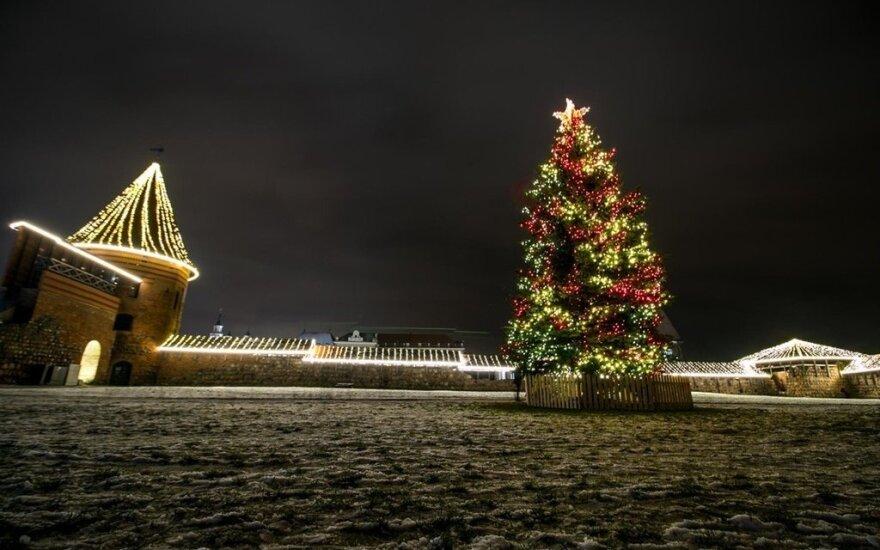 Kaunas puošiasi toliau – įžiebta dar viena eglutė