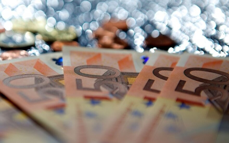 Lithuania's budget deficit among smallest in EU in 2014