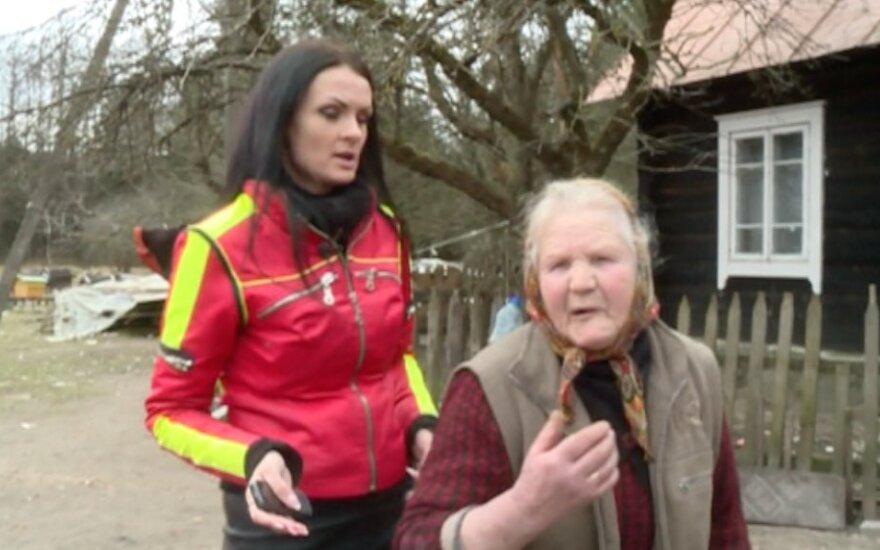 Neįtikėtinas žiaurumas: neįgalią merginą jos močiutė pančiojo ir rišo prie grandinės