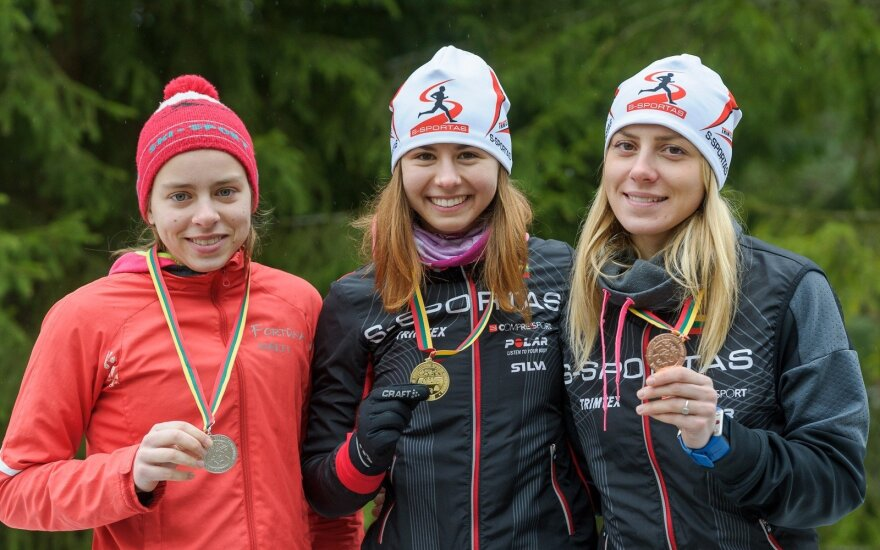 Gabrielė Andrašiūnienė (viduryje)