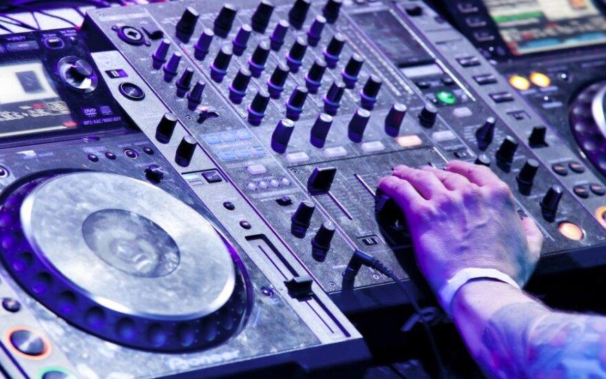 "Antroje ""Disco Mafia Social Club"" dalyje – kosmopolitiškieji ""The KDMS"" su Kathy Diamond"