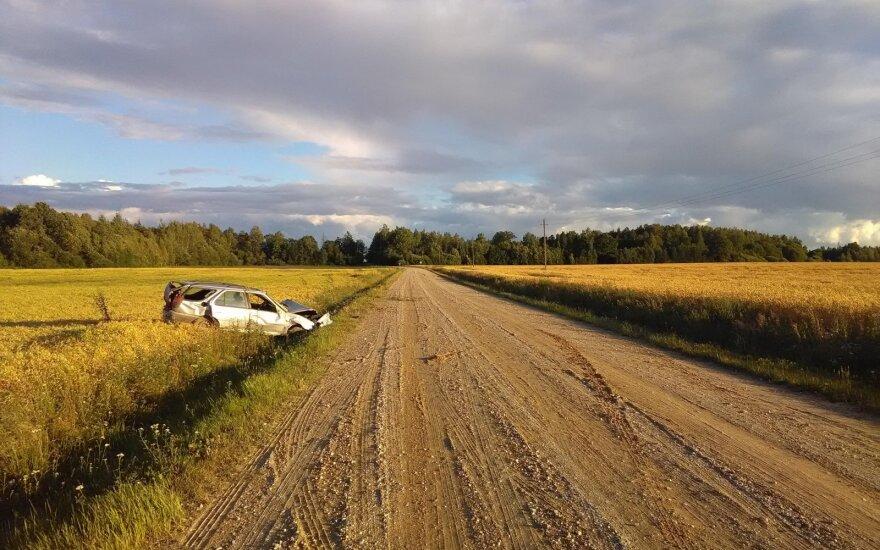 Policija prašo pagalbos: nepavyksta nustatyti, kas vairavo automobilį