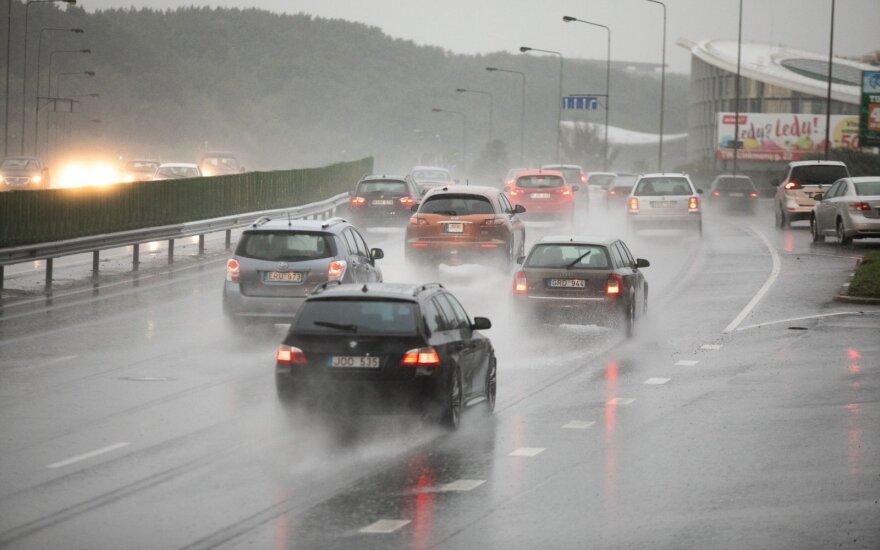 Po šilumos rekordo Lietuvoje – staigūs pokyčiai: šalį skalaus lietus, siautės vėjas