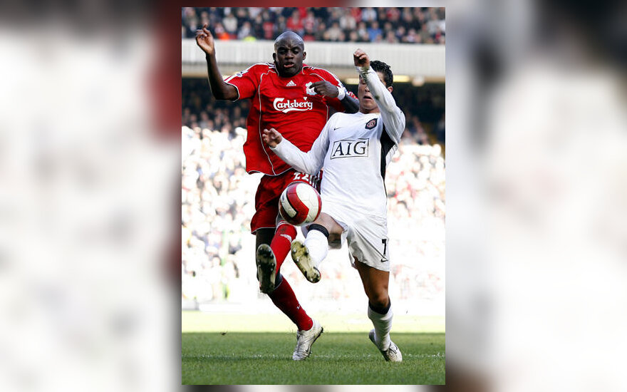 "Kovoja Momo Sissoko (""Liverpool) ir Cristiano Ronaldo (""Manchester United"")"