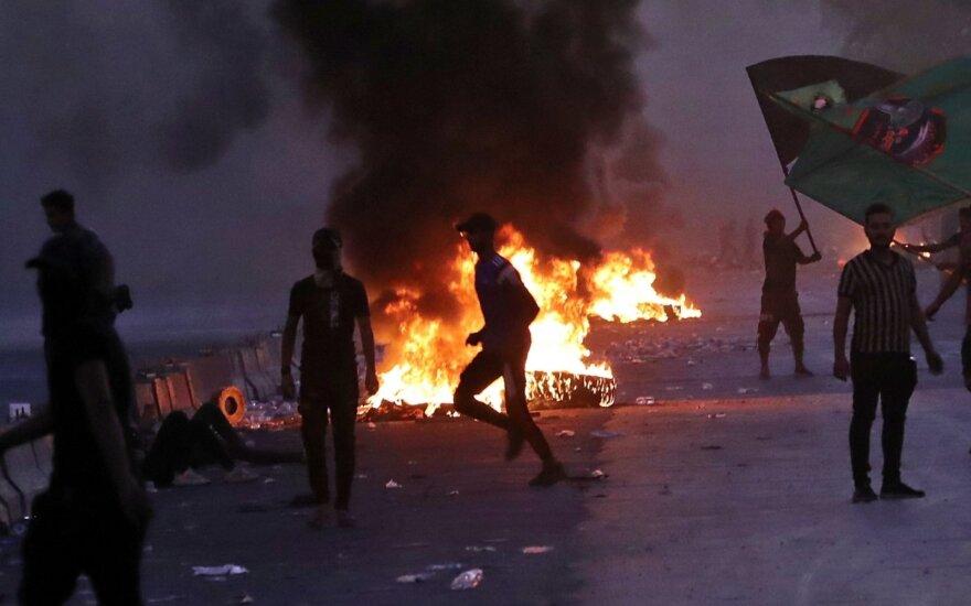 Irake atsinaujinusių smurtinių protestų aukų padaugėjo iki 23