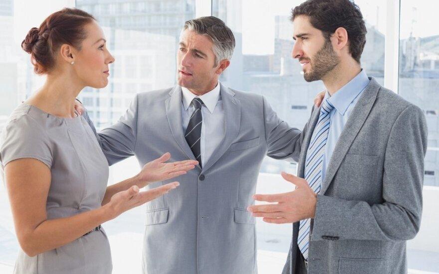 10 psichologinių gudrybių, kurios palengvina bendravimą