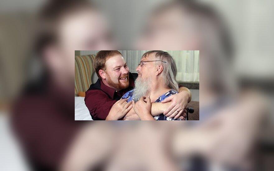 Richardas Lorencas su savo barzdota motina Vivian Wheeler