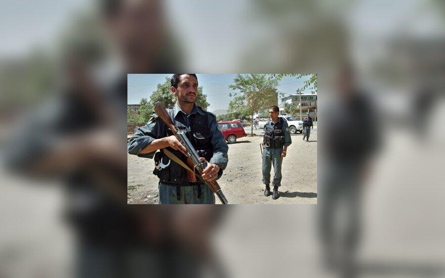 Afganistano policininkas oro uoste ėmė šaudyti į užsienio kariškius