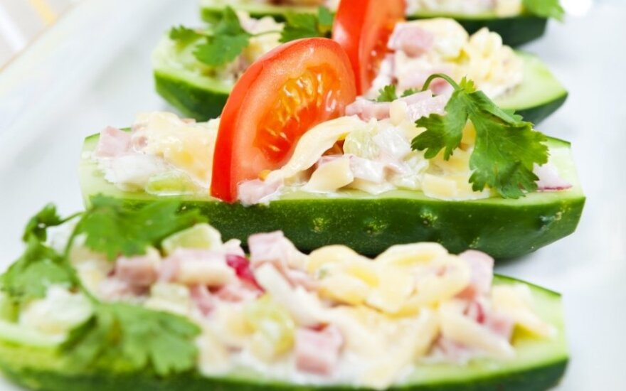 Ispaniška agurkų užkandėlė su tunais ir ančiuviais