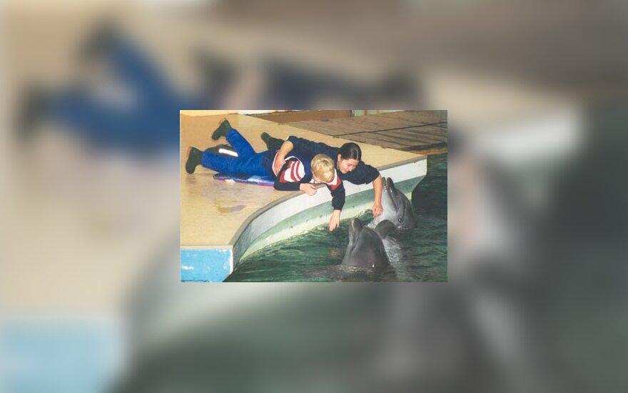 Delfinų terapija