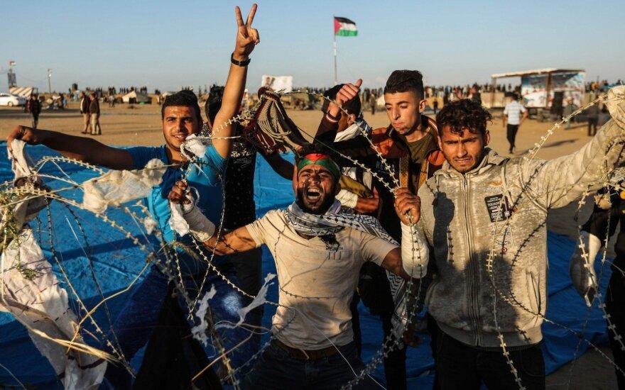 Mirus dviem sužeistiesiems protestų Gazos Ruože aukų padaugėjo iki 40