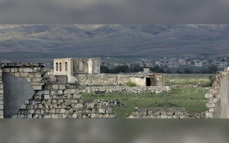 Paryžiuje vyksta armėnų ir azerbaidžaniečių URM vadovų susitikimas dėl Kalnų Karabacho