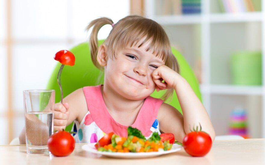 R. Bogušienė pristato 10 sveikos vaikų mitybos principų