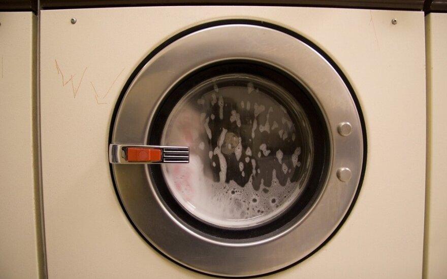 Tragedija Lenkijoje: žuvo skalbyklėje įstrigęs trimetis