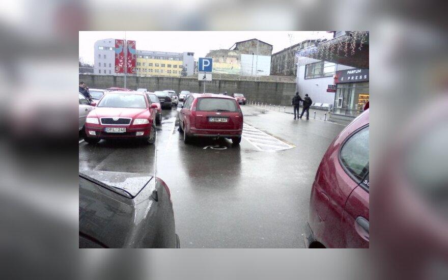 """Vilniuje, Savanorių pr., prie PC """"Rimi"""". 2009-11-19, 11.44 val."""