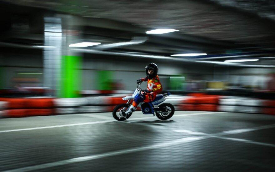 Vilniuje atidaryta pirmoji elektrinių motociklų vairavimo mokykla