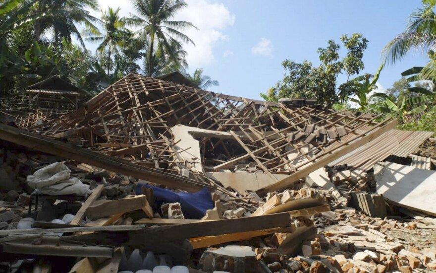 Smarkūs žemės drebėjimai turistų pamėgtoje Indonezijoje: aukų skaičius auga