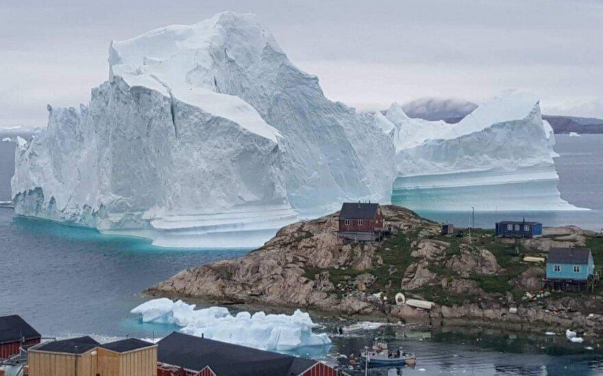 Milžiniškas ledkalnis Grenlandijoje