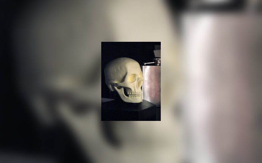 Alkoholis, kaukolė, mirtis
