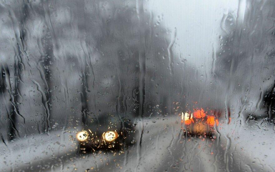Langų plovimo skysčiai: kurie ne tik neveiksmingi, bet ir kenkia automobiliui