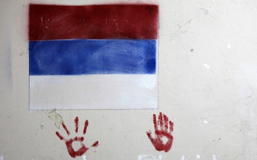 Dviprasmiška Serbijos situacija: pasirašė sutartį su Rusija ir nori įstoti į ES