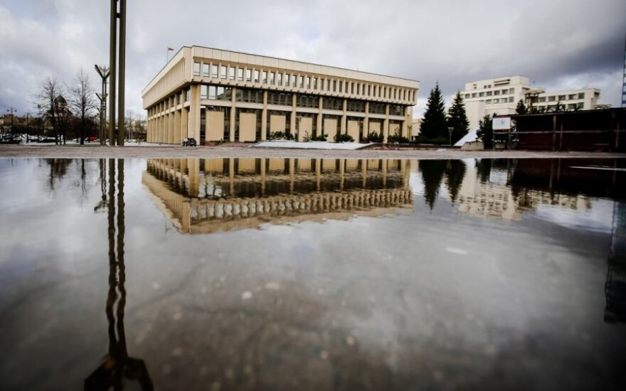 Kitų metų Seimo biudžetą didina parlamentarų išeitinės