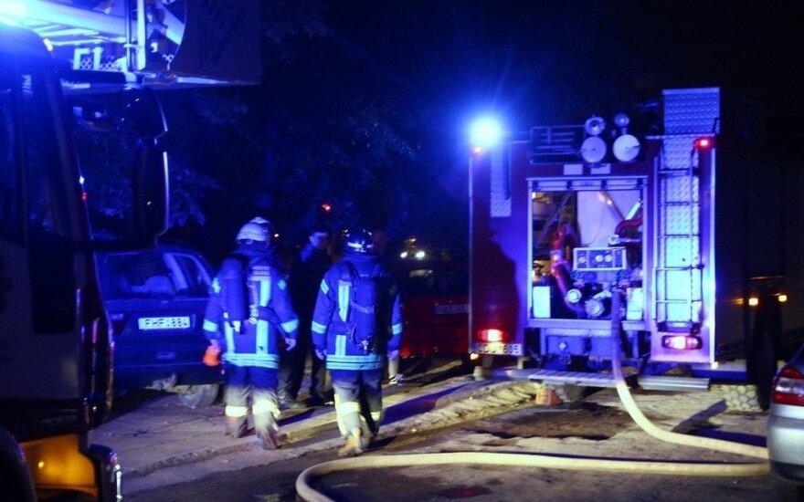 Kaune dėl gaisrų evakuoti dviejų daugiabučių gyventojai