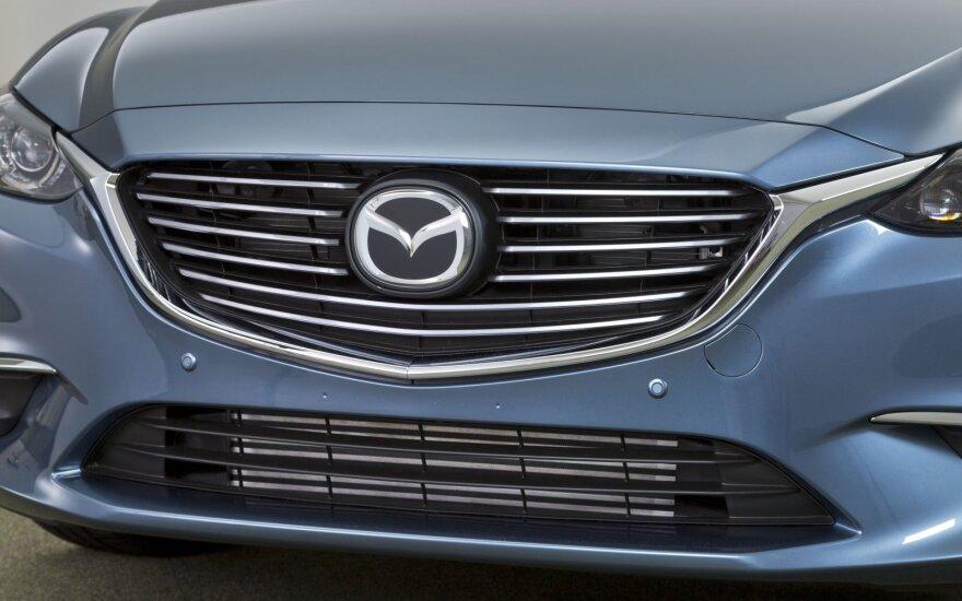 """Dėl defekto atšaukti šimtai tūkstančių """"Mazda"""" automobilių"""