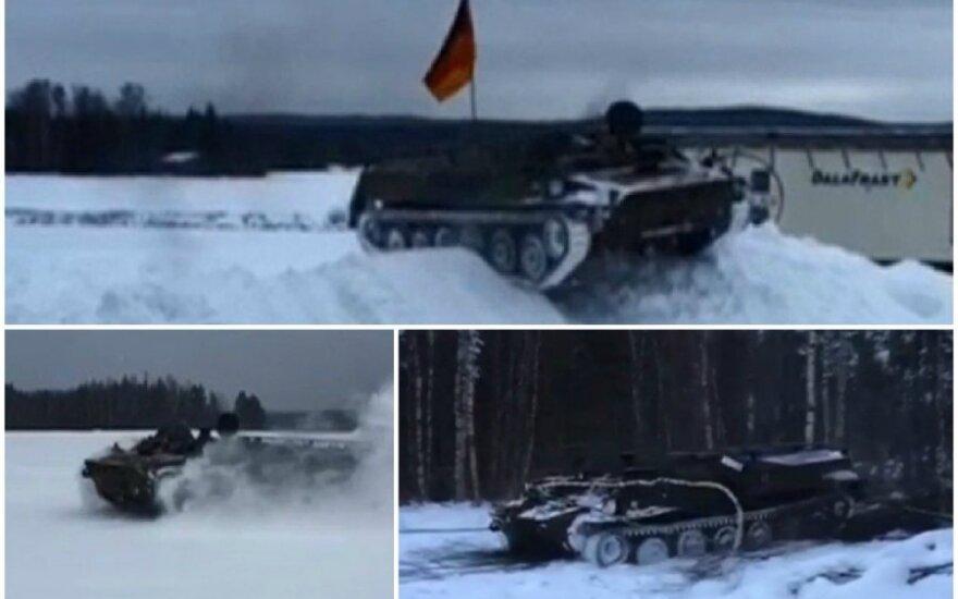 Švedai važinėja sovietiniu tanku